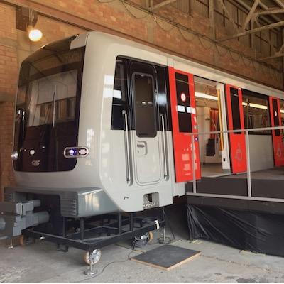 M7 metro arriveert in Amsterdam